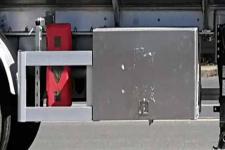 楚飛牌CLQ9350GYYBA型鋁合金運油半掛車圖片