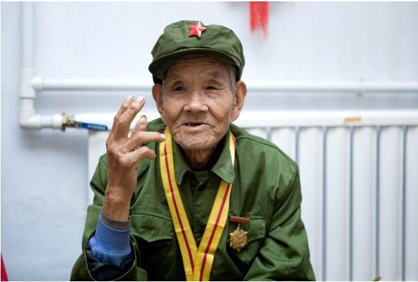 图雅诺致敬老兵61听宋爷爷讲抗战的故事