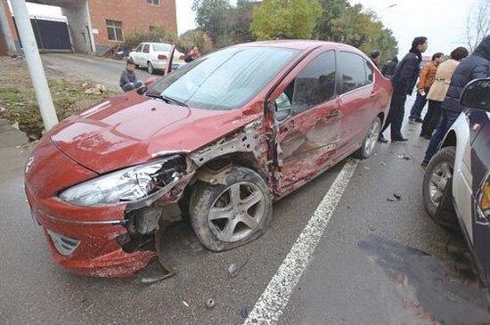 由于车速过快引发的车辆撞击事故