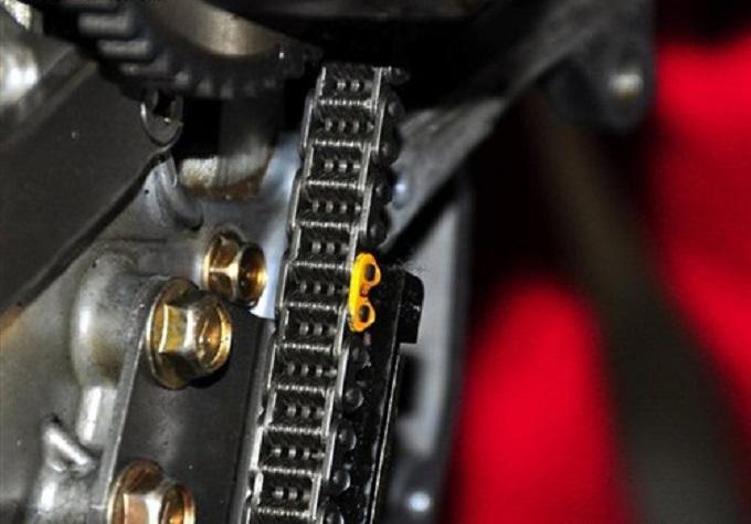 汽车发动机正时链条高清图片