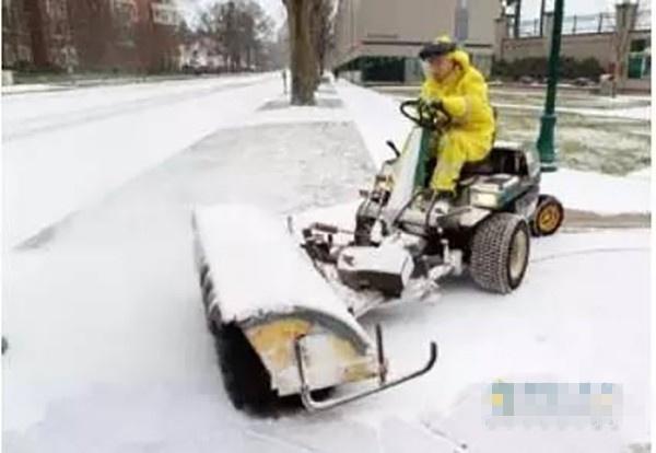 小型扫雪车-扒一扒冬天里使用的那些专用车图片