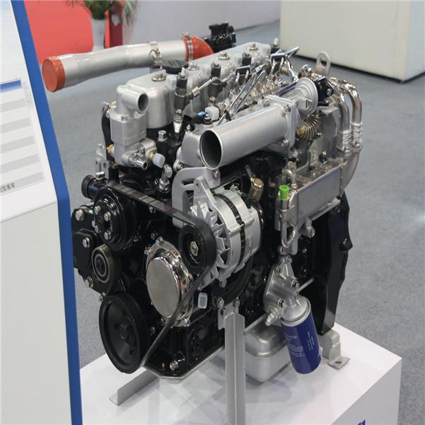 1、柴油发动机电控系统可改善发动机的冷启动性能。东风康明斯发动机采用冷却液温度传感器和进气歧管温度传感器相配合,以确定发动机是否处于低温状态,而有些电控系统则采用机油温度传感器,ECM将根据传感器输入的信号对喷油正时、轨压和喷油量进行优化控制,并适时启动进气预热系统,可以减少起动时的白烟。 2、白烟一般是由于压缩压力过低或气缸里有水产生的,不要被寒冷气候条件下启动时的白烟误导,特别是发动机在冷启动时冒白烟就很明显,这是由于进入气缸的空气温度太低,影响燃油的着火延迟特性造成的,未燃燃油微粒排入冷空气中时受