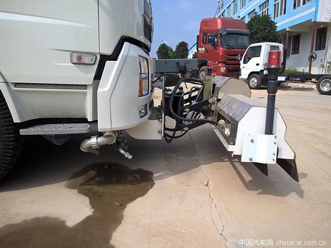 东风天锦,疯狂的扫��?路面清洗��?专用��?环卫��?评测 (4)
