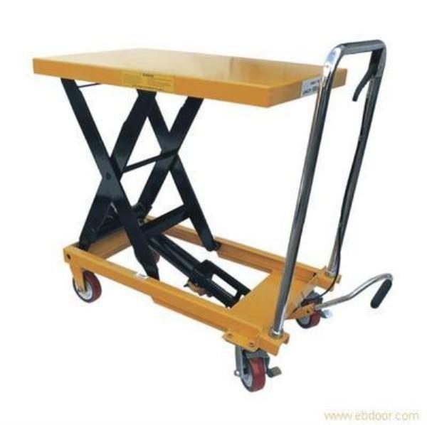 手动液压平台车,是一种小型升降机械,适用于小范围的升降,物品提取