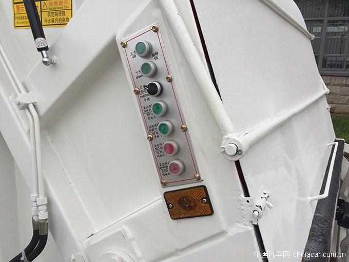 东风多利卡D7压缩式<a href='http://www.rlqcgs.com/LaJiChe/'>垃圾车</a>