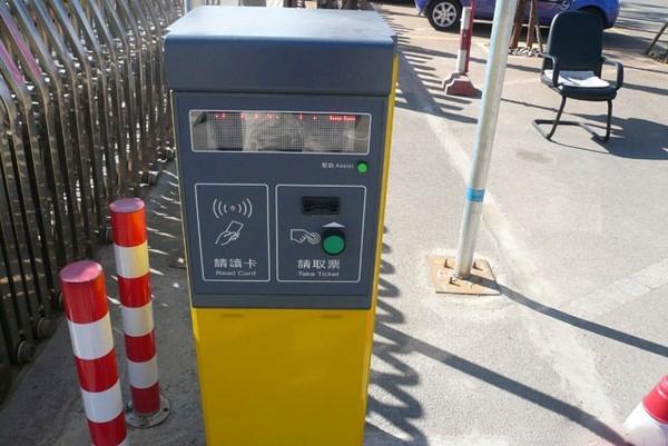 新闻资讯_高速路收费员要失业 四川试点自动取卡|新闻资讯 中国